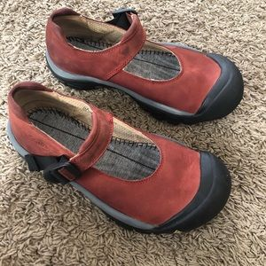 Keen rust colored Mary Jane slip on shoes, size 8